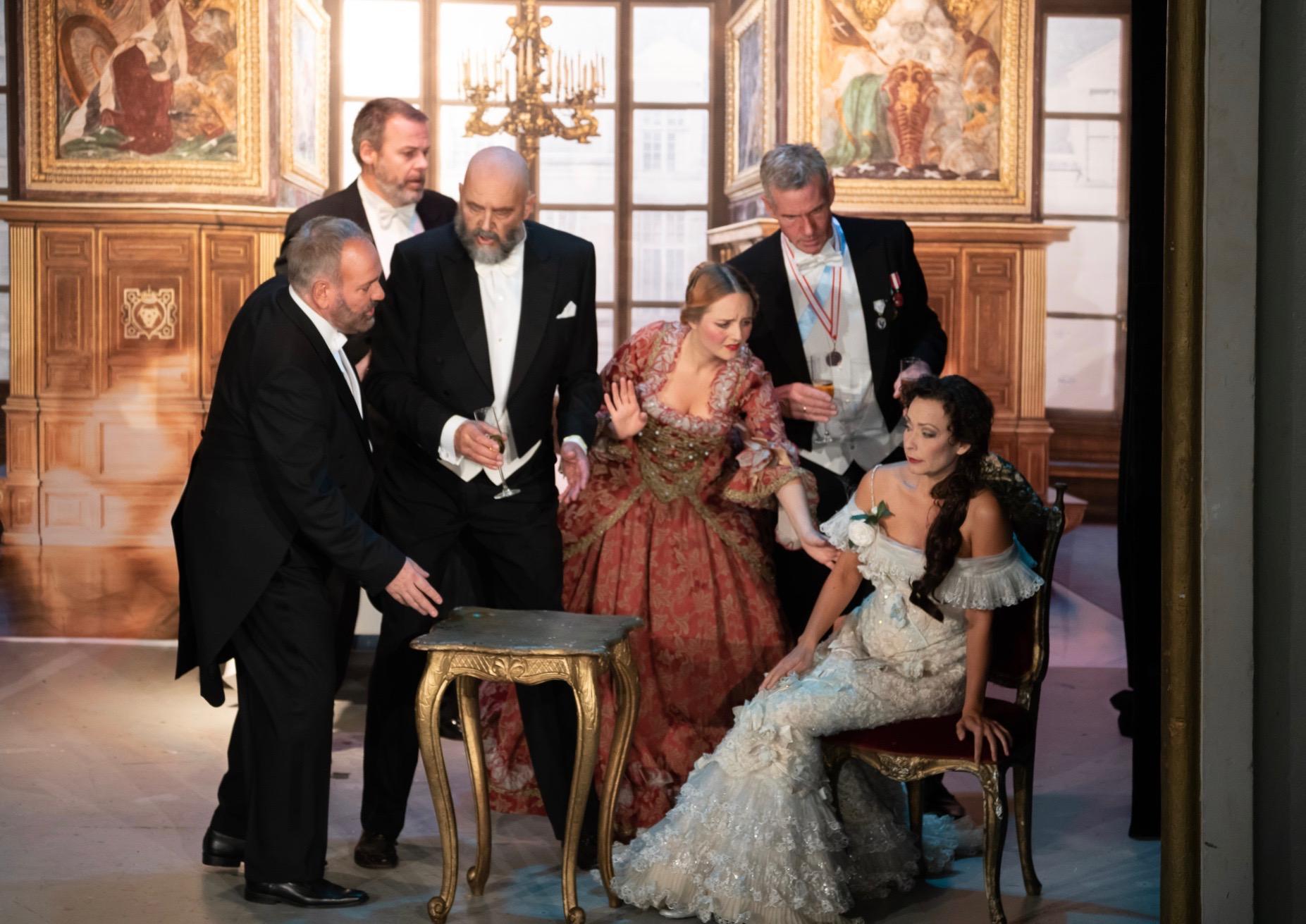 Soprano Camilla Illeborg - La Traviata 1